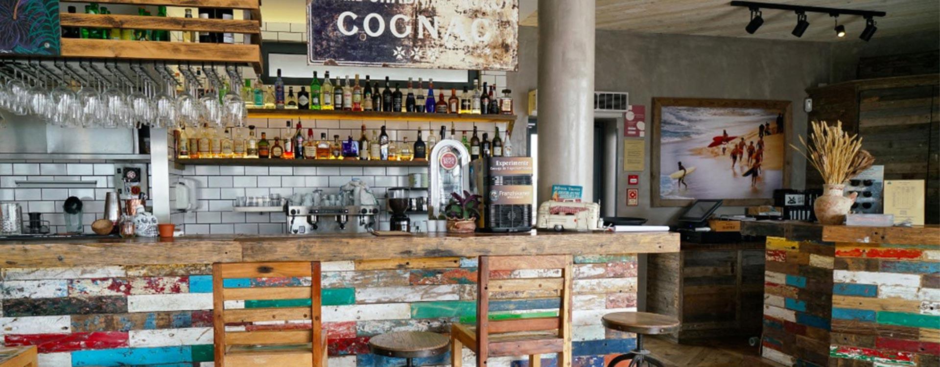 surfers-lodge-restaurant-vibe-bar